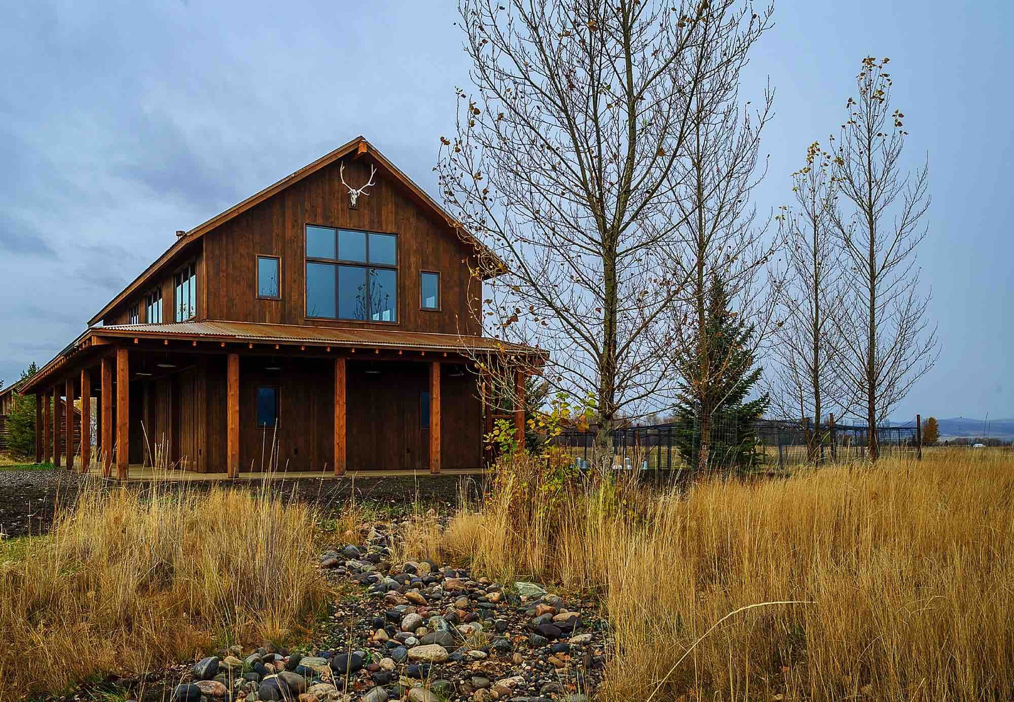 Builders Show Premium Substitute For Reclaimed Barn Wood Siding