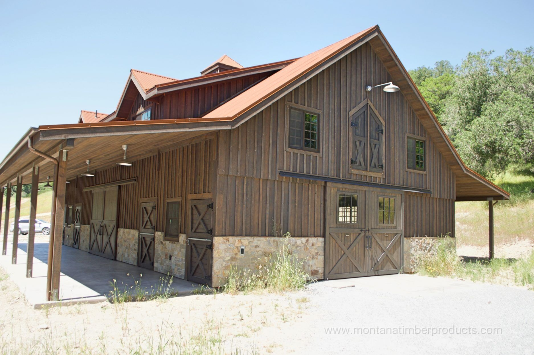 This Barn Utilized Board And Batten Lication Of 1 Inch Material 2 Trim The Same Ranchwood Western Color To Highlight Doors